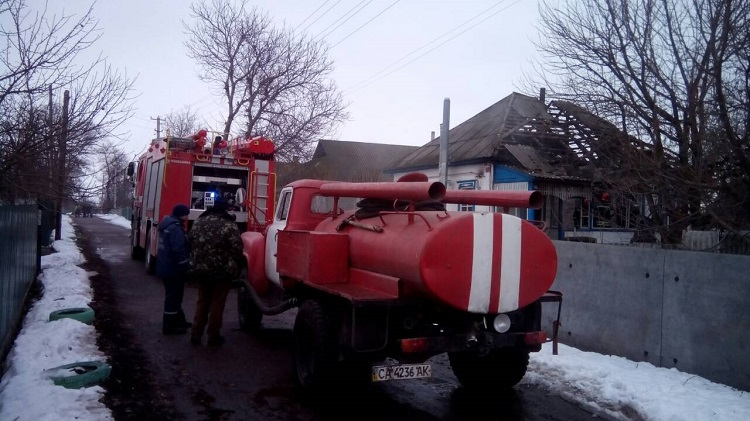 Уже не дышали: на Черкасчине в пожаре заживо сгорела целая семья - кадры