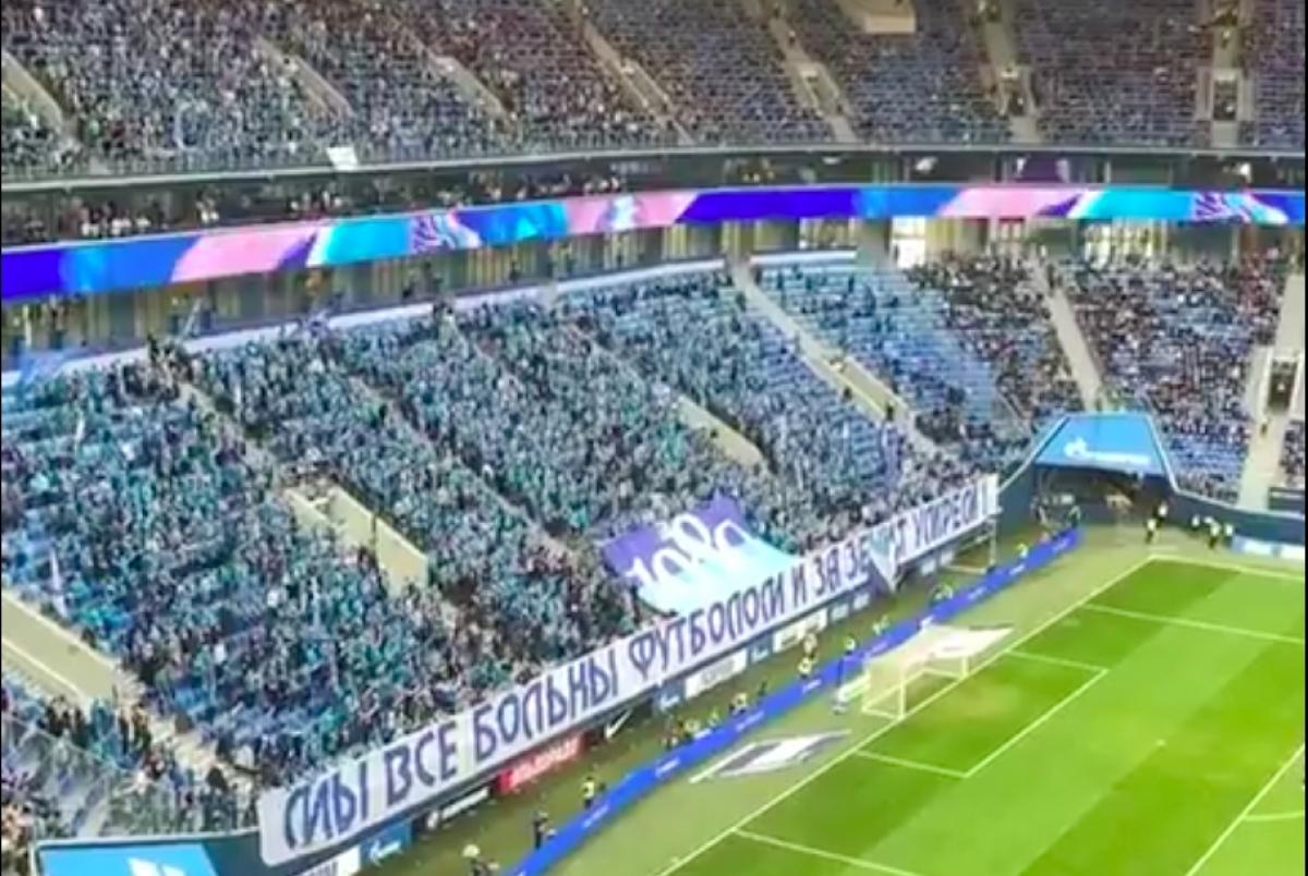"""""""Мы все умрем!"""" - видео дня, как 30 тысяч болельщиков в РФ на стадионе скандируют во время пандемии COVID-19"""