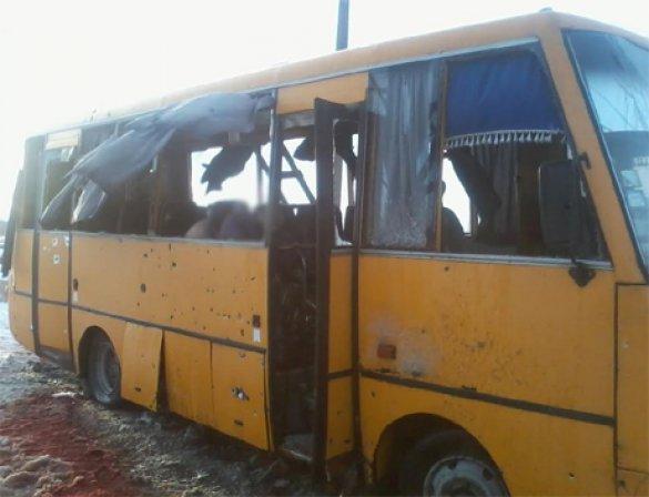 Число жертв обстрела автобуса под Волновахой увеличилось до 12 человек