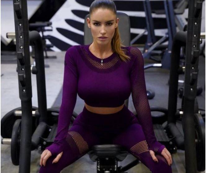 """""""Вау, вот это тело"""", – Люсия Яворчекова показала свою тренировку в бикини"""