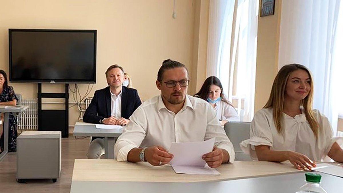 Александр Усик поступил в вуз: боксер хочет стать магистром