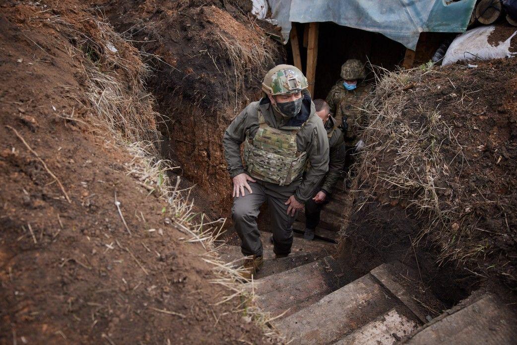 Зеленский на Донбассе спустился в окопы и сделал важное заявление