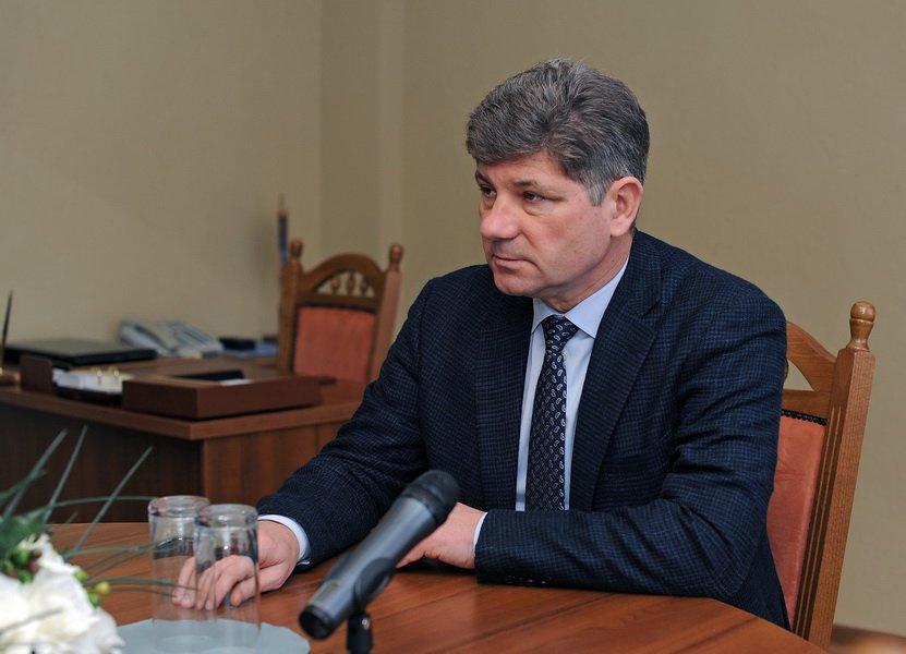 Луганский горсовет требует разобраться с задержанием мэра Сергея Кравченко