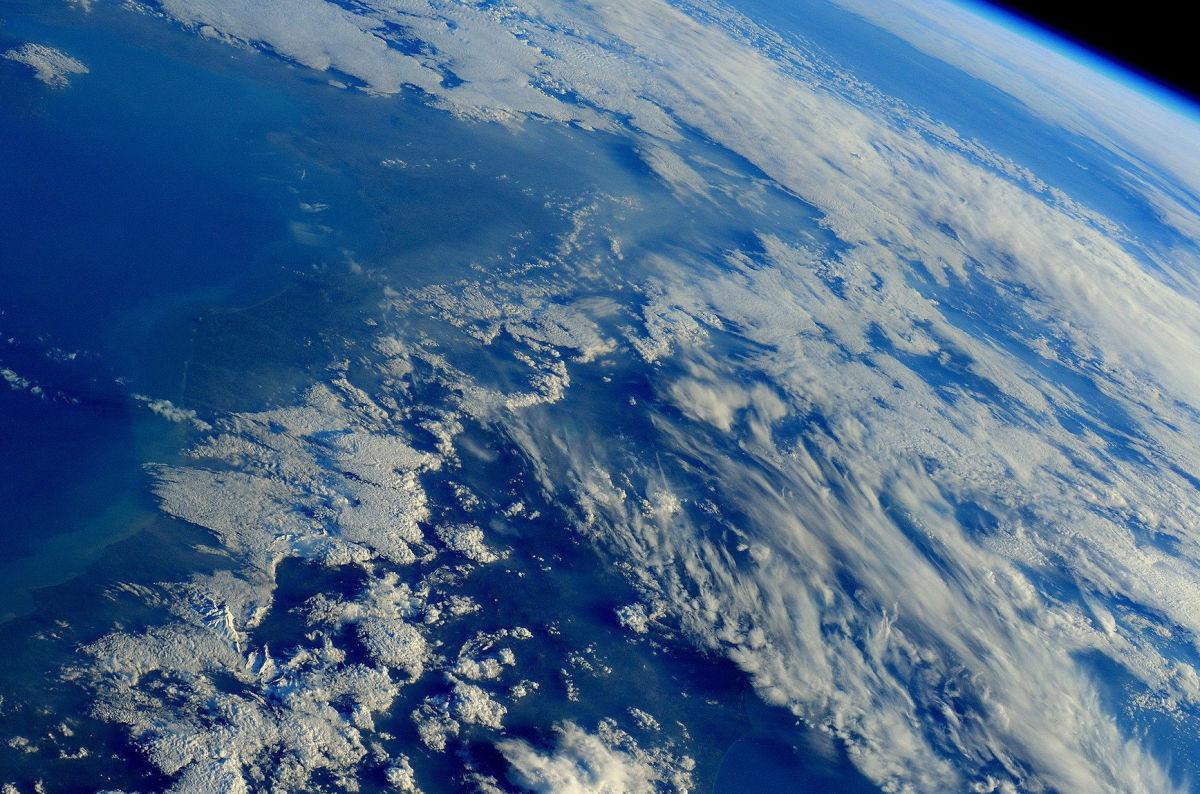 Вид Земли из космоса на рекордном расстоянии: уникальное видео от Crew Dragon