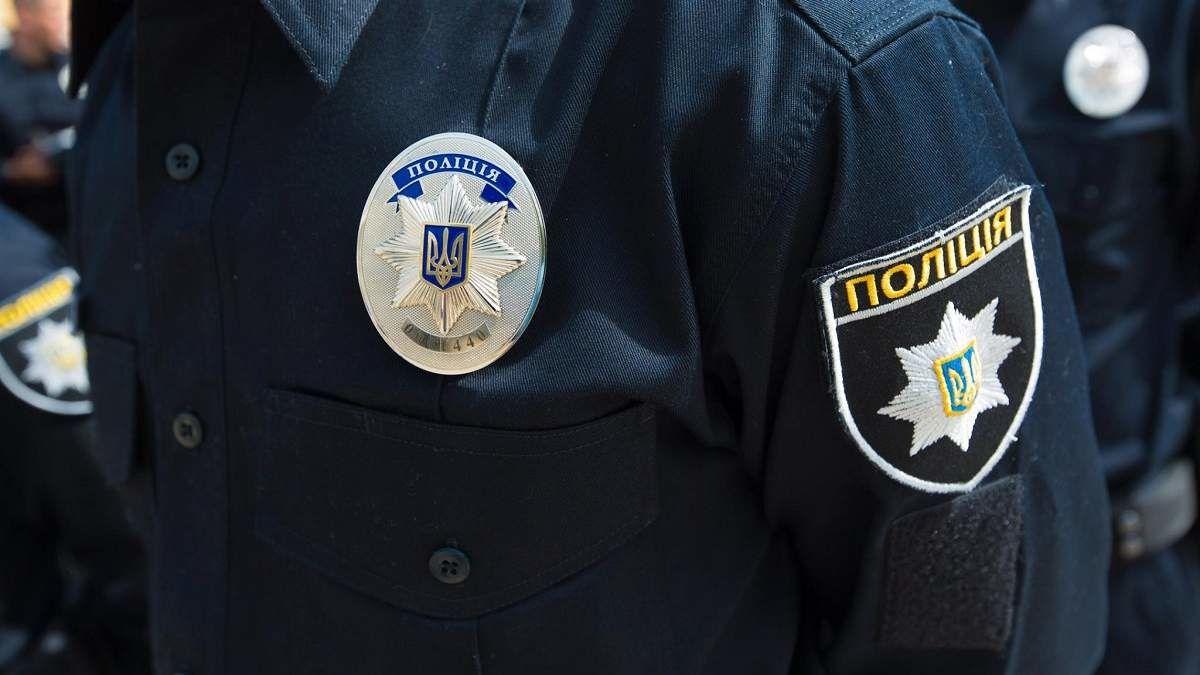 """В Одессе задержали мужчину с серпом и молотом на одежде: """"Моя футболка не запрещена"""""""