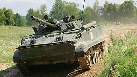 Эксперт: у украинской армии и вооруженных формированиях на Донбассе количество бронетехники почти равное