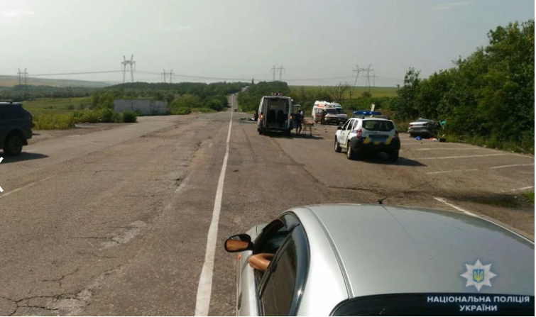 Смерти на дорогах Донбасса: в ДТП вблизи Зайцево погибли три человека, еще семеро получили травмы - кадры