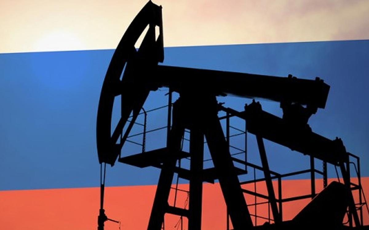 """Российский источник о рухнувших доходах от нефти: """"Без слез не взглянешь"""""""
