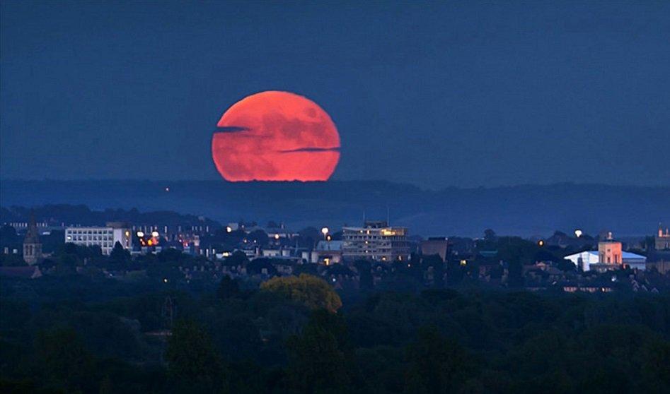 """""""Кровавая"""" Луна: когда украинцы смогут увидеть самое продолжительное лунное затмение"""
