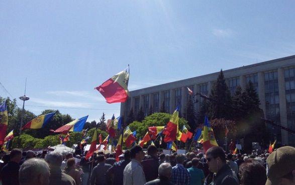 Массовые протесты в Молдове: в центре Кишинева митингующие со всех регионов страны выступают против правительства