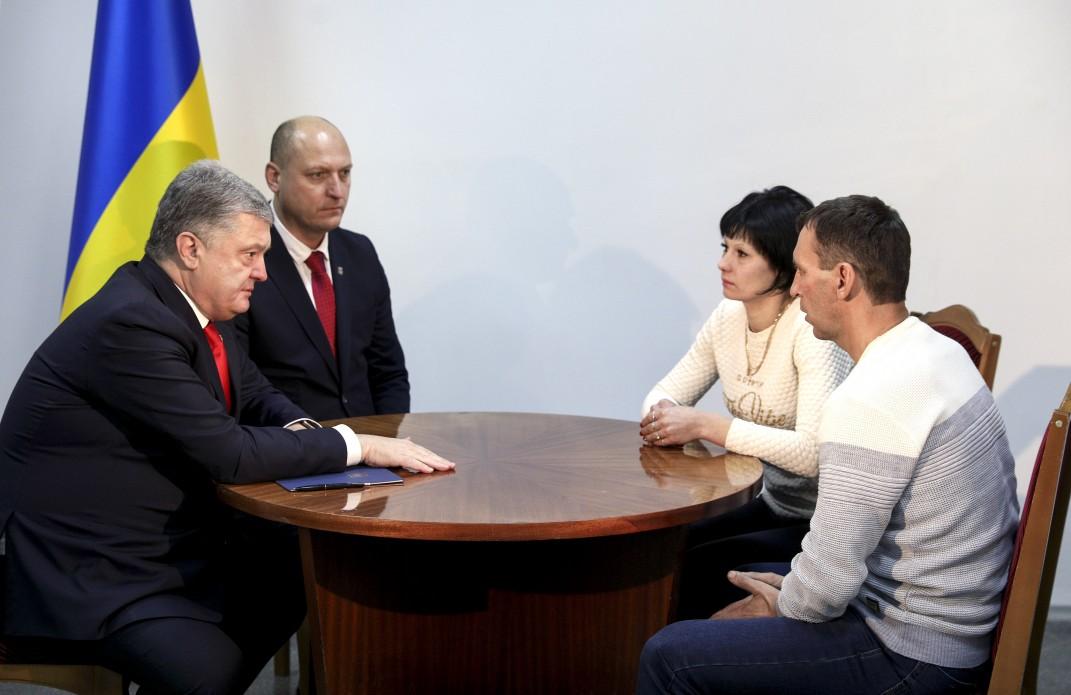 Порошенко встретился с семьей одного из захваченных в плен украинских моряков