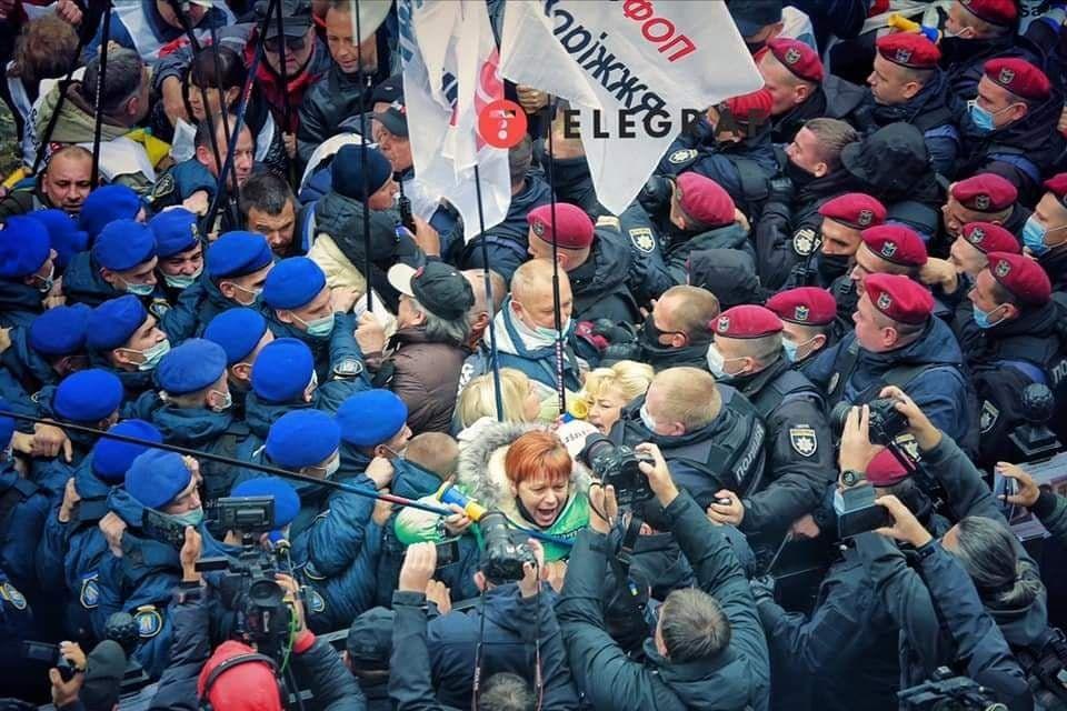 Акция ФОПов под ВР переросла в конфликт с силовиками: активисты требуют заблокировать два законопроекта