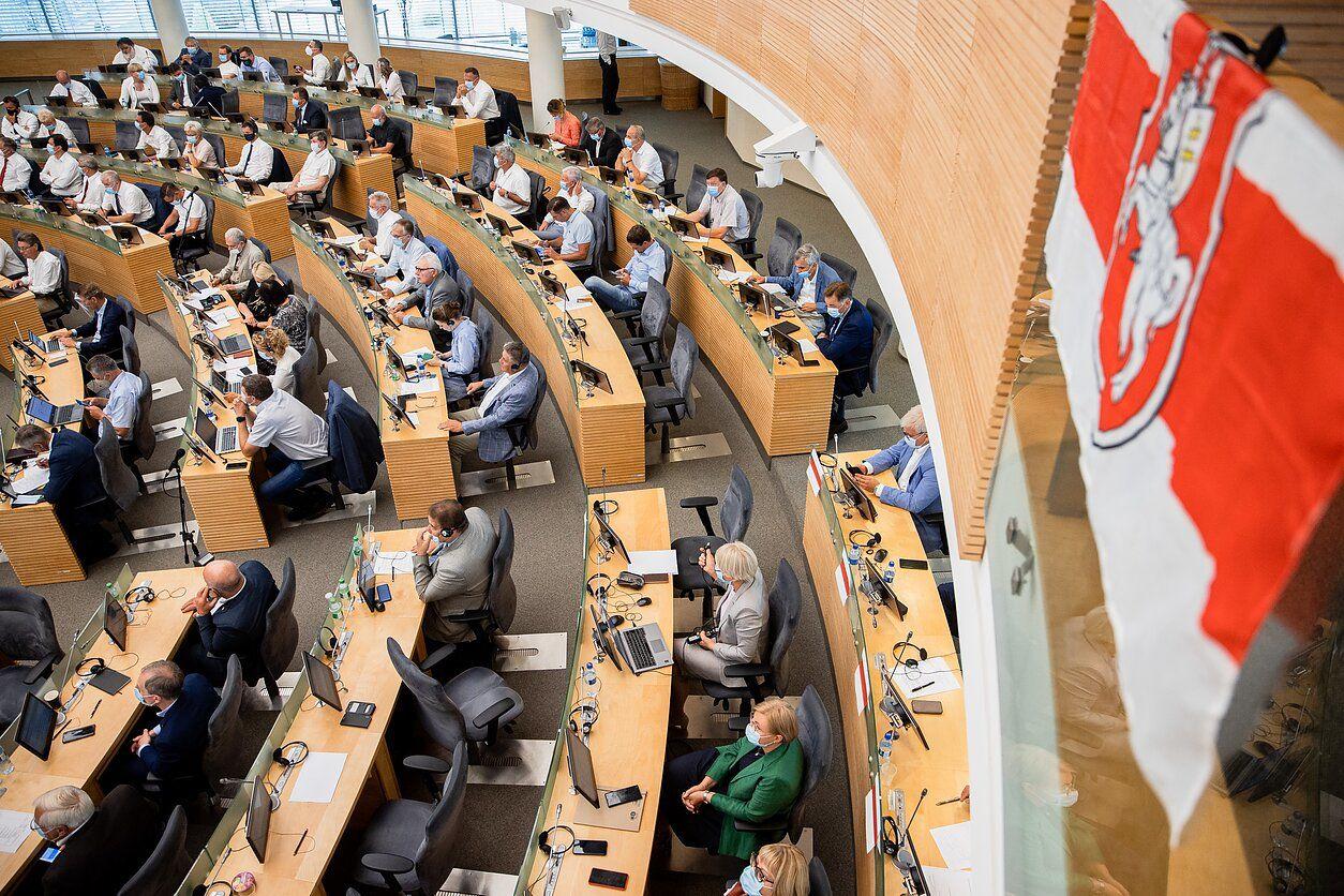 """Литовский Сейм принял новую резолюцию, которая требует от России """"вернуть все долги"""""""