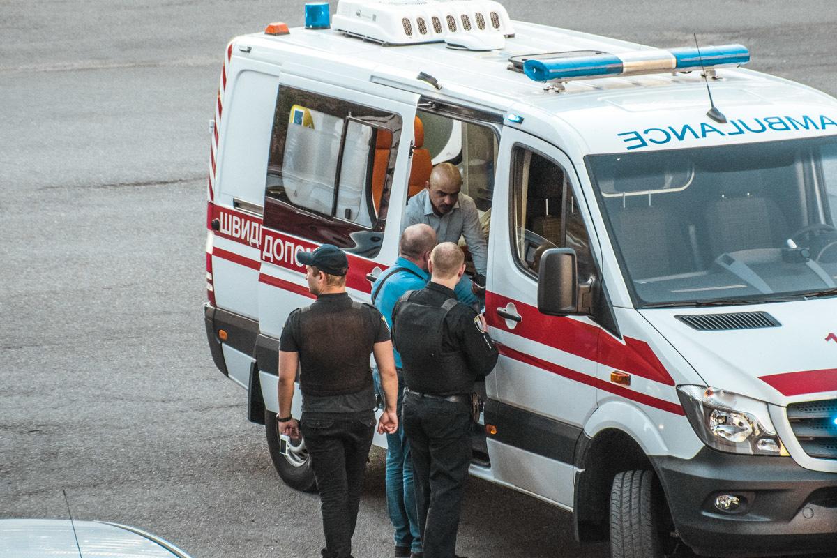 Мустафа Найем после нападения в Киеве попал с переломами в больницу: эксклюзивные кадры с места избиения