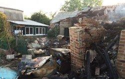 В поселке Трудовские в Донецке после артудара 16 шахтерских семей остались без крова