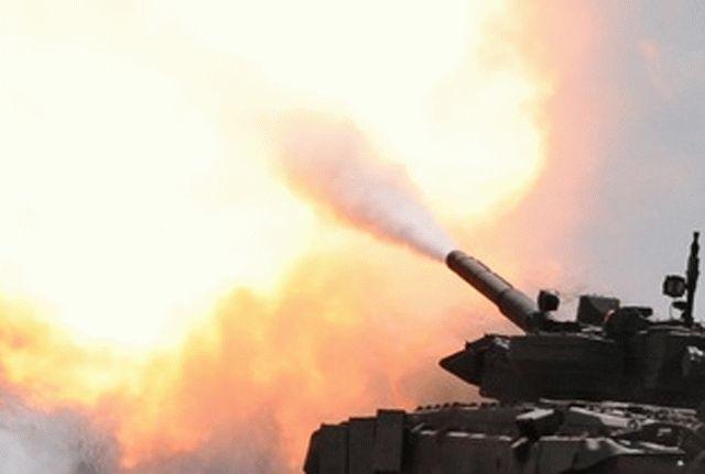 Ожесточенный бой вблизи Горловки: на фоне зарева и горящих полей в ход пошли танки