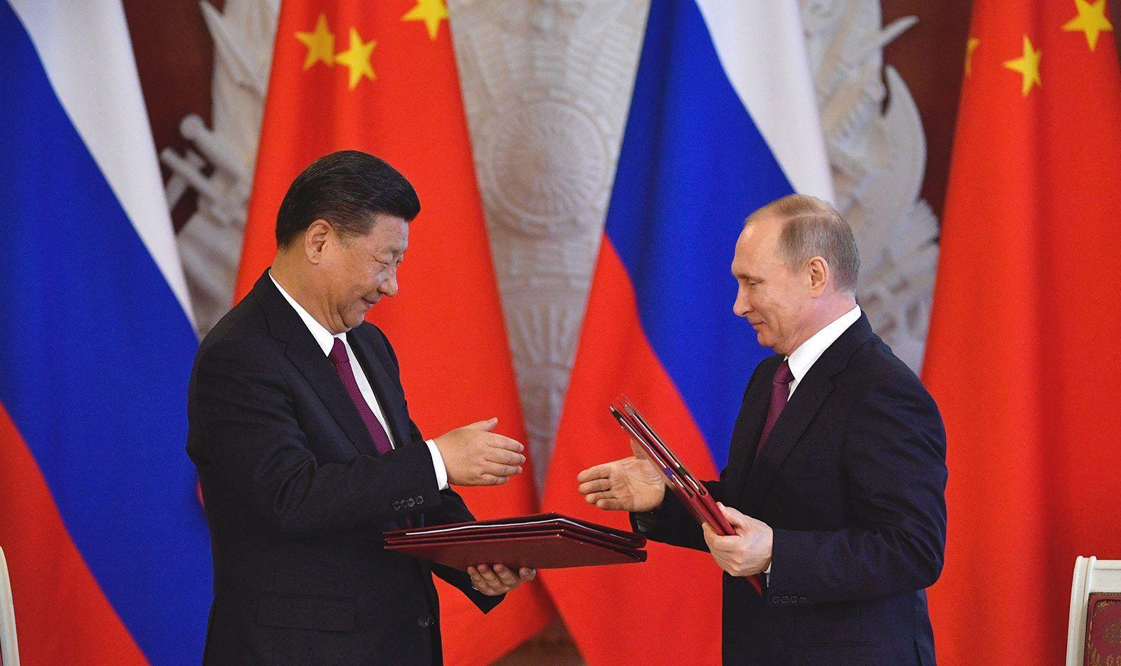 Пекин и Кремль объединяются, чтобы искушать судьбу и рассердить США