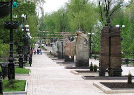 Горсовет: в Кировском и Ленинском районах Донецка слышны звуки залпов и взрывов