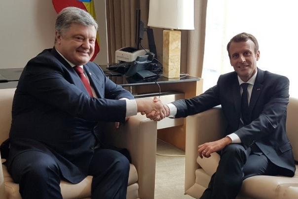 Макрон и Порошенко обсудили, как Россия выполняет свои обязанности, взятые в Минске: лидеры Украины и Франции провели переговоры в здании ООН