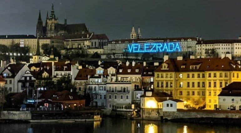 Измена родине: на резиденции президента Чехии Земана появилась громкая надпись