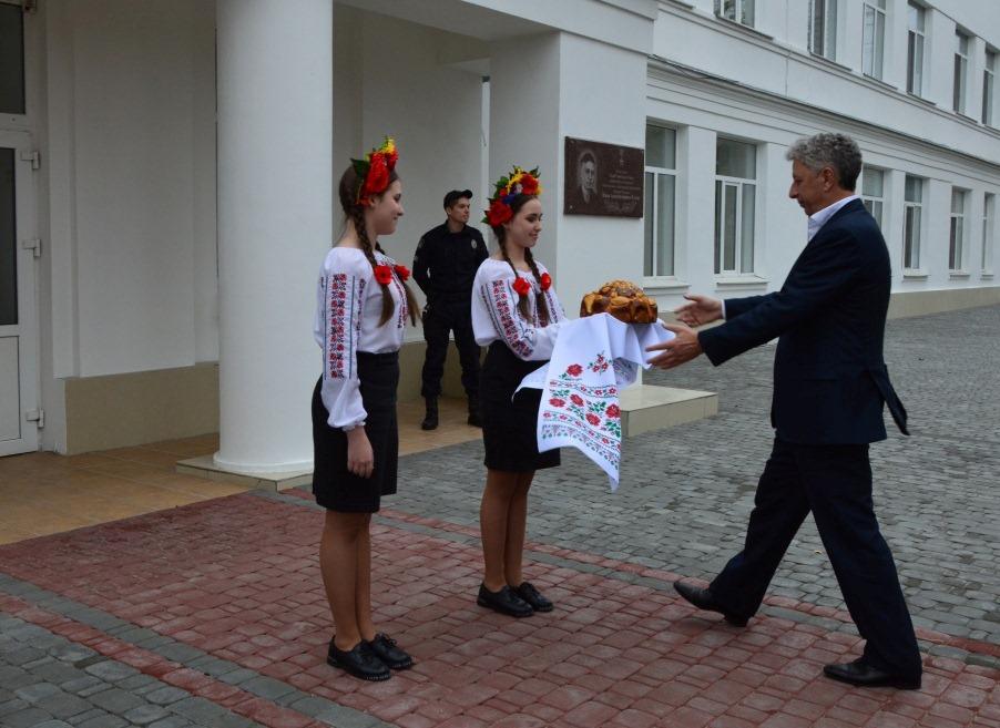 Детей вывели на мороз в одних рубашках встречать Бойко - сталинские времена уже в Украине