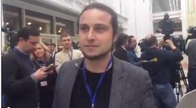 Лающего и рычащего журналиста LIfeNews выкинули на улицу из минского Дворца Независимости