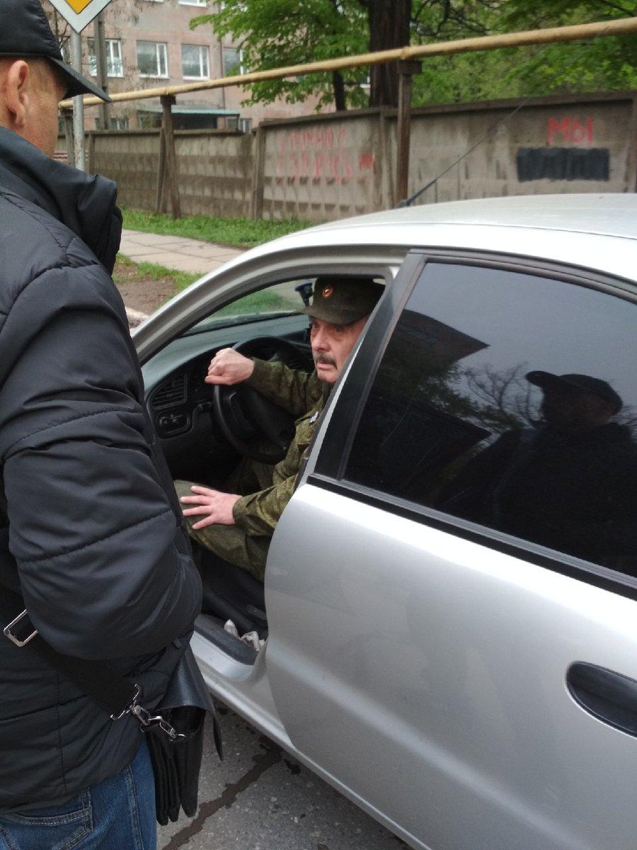 """В """"ЛНР"""" боевики выяснили отношения посреди улицы – кадры инцидента"""