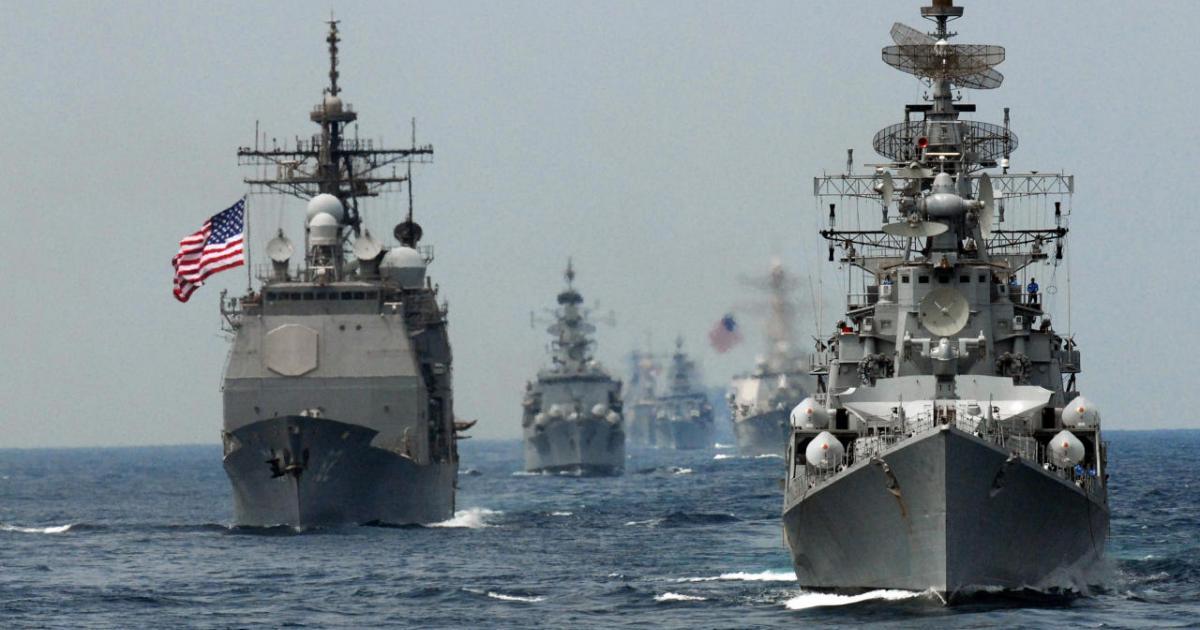 """""""Мы никогда не подчинимся запугиванию"""", - флот США ответил России на угрозу пойти на таран в Японском море"""