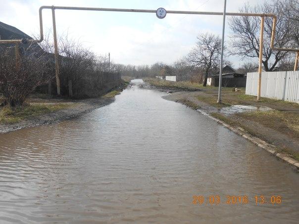 В макеевском поселке под воду уходит целая улица - оккупанты не реагируют почти месяц
