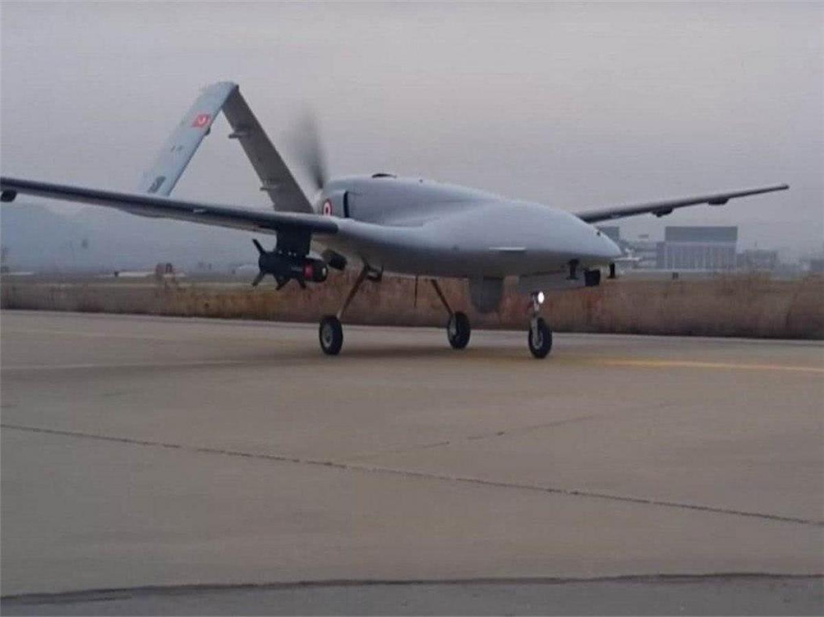 Украина подняла в воздух боевые беспилотники Bayraktar TB2: авиация может ударить по российской бронетехнике