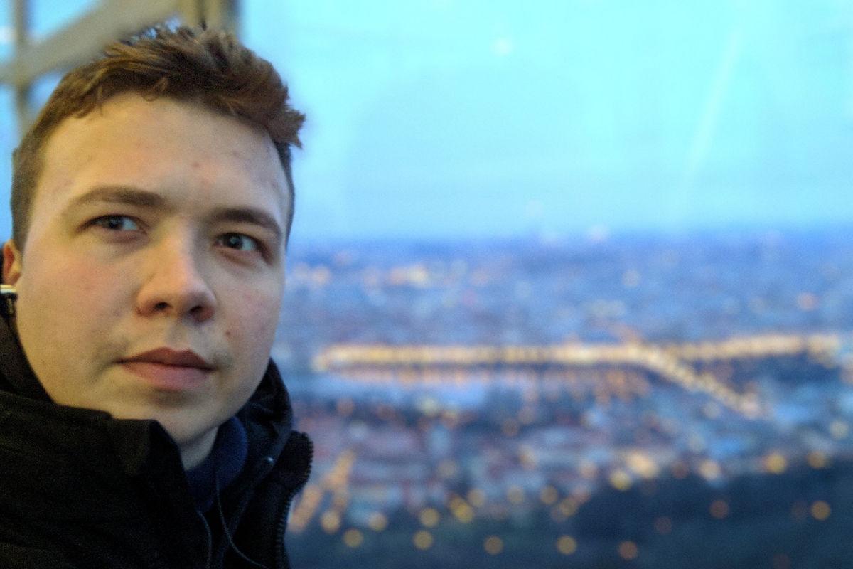 """Протасевич сделал признание о поездке на Донбасс и расплакался в конце интервью: """"Я правда жалею"""""""