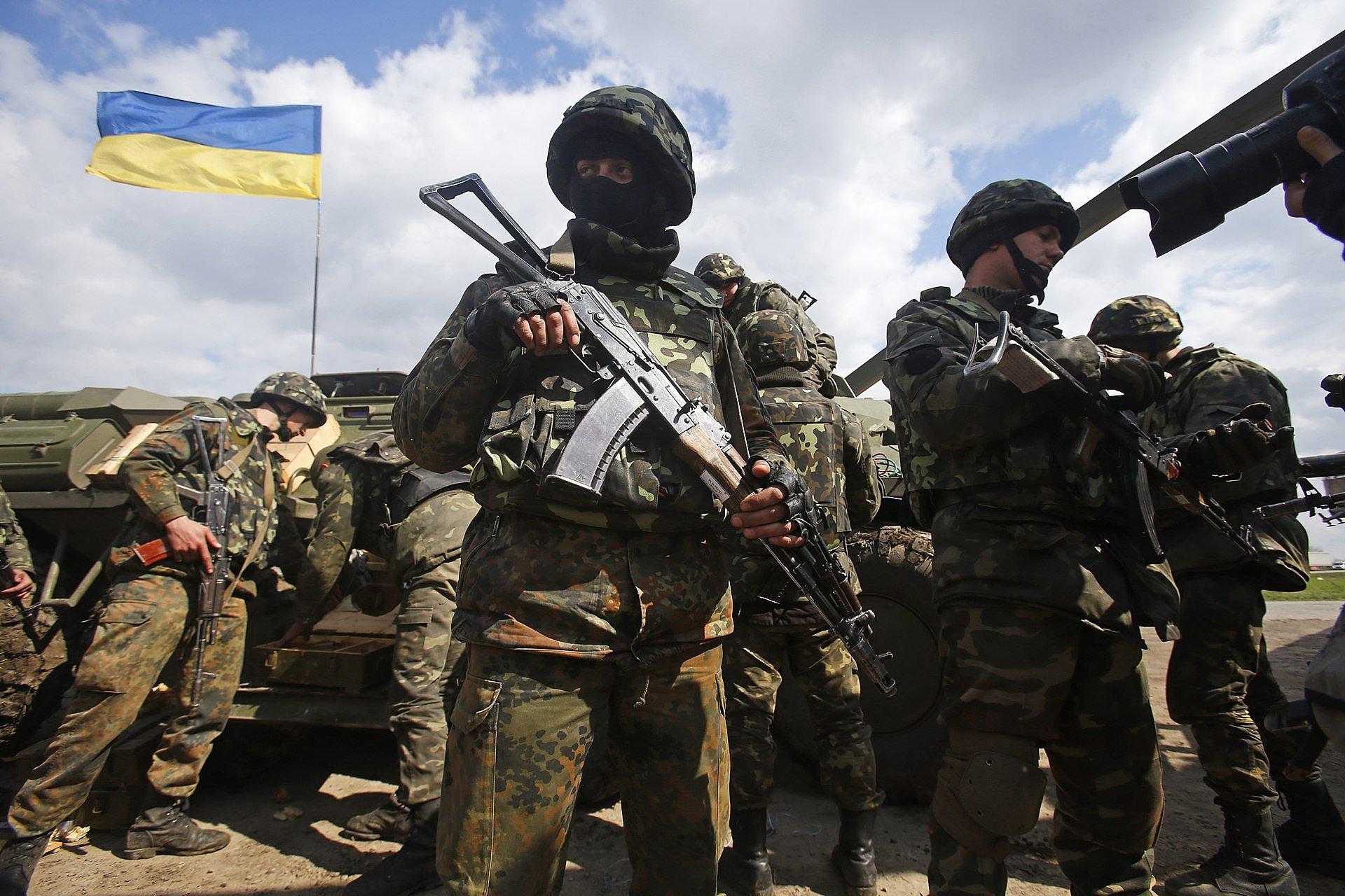 """Террористы """"ДНР"""" 42 раз обстреляли опорные пункты ВСУ, несмотря на визит Хуга в Донбасс"""