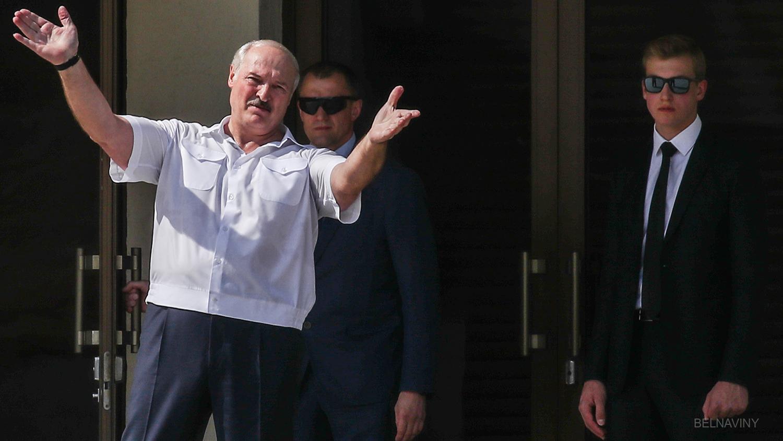 """Лукашенко рабочим на заводе: """"Людей отравили соцсетями, мы с ними разберемся"""""""