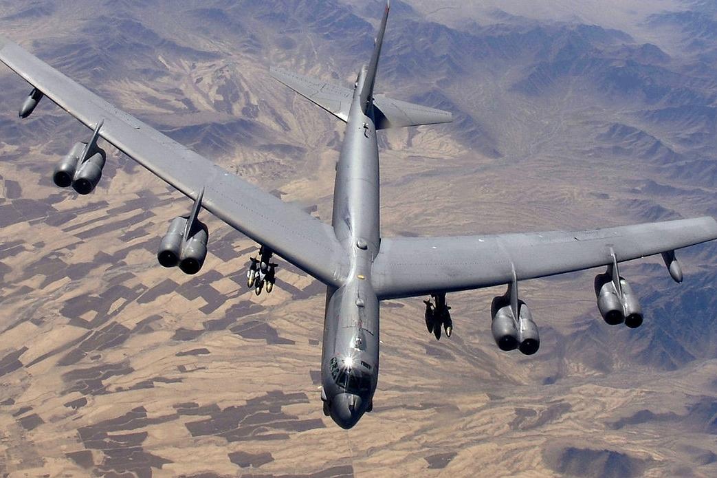 Ядерный бомбардировщик ВВС США В-52Н продемонстрировал мощь Кремлю, у Балтфлота РФ нет шансов
