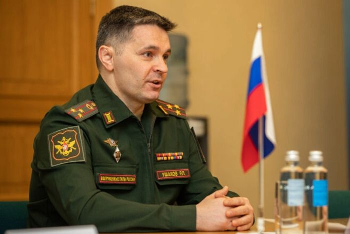 Военный атташе РФ Ушаков в Риге устроил вечеринку в карантин и демонстрировал средние пальцы соседям