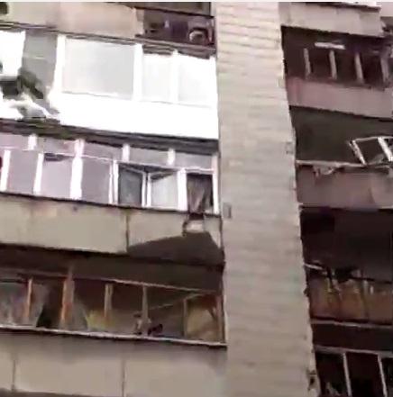 Последствия обстрела микрорайона Азотный в Донецке