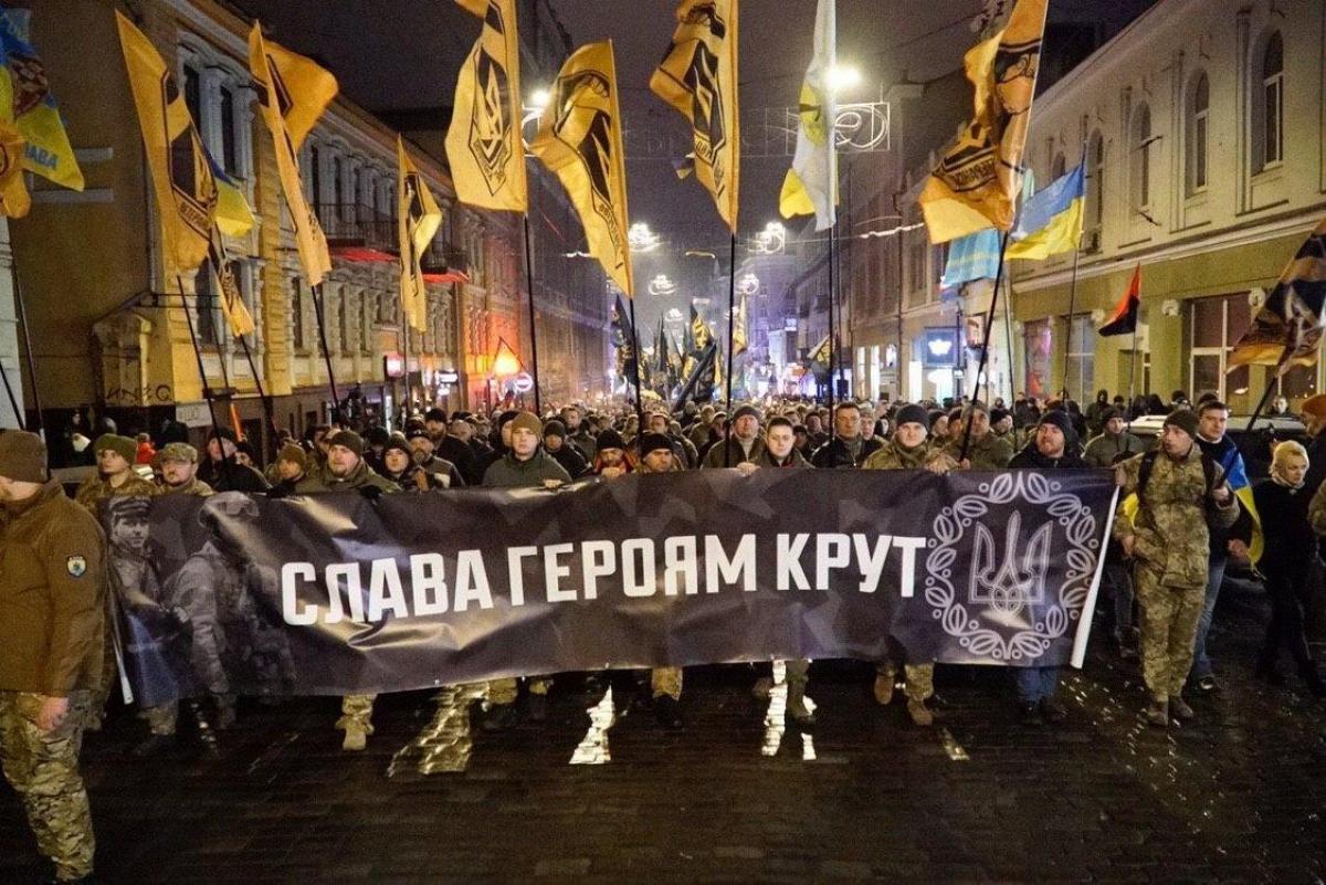 """""""Покажите это в России"""", - тысячи харьковчан вышли на марш памяти героев Крут - кадры"""