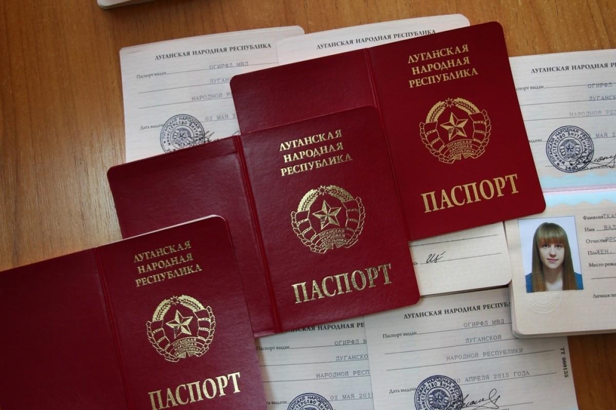 """Теперь перебежчиков можно будет вычислить еще быстрее: новый главарь """"ЛНР"""" изымает украинские паспорта у предателей Украины"""