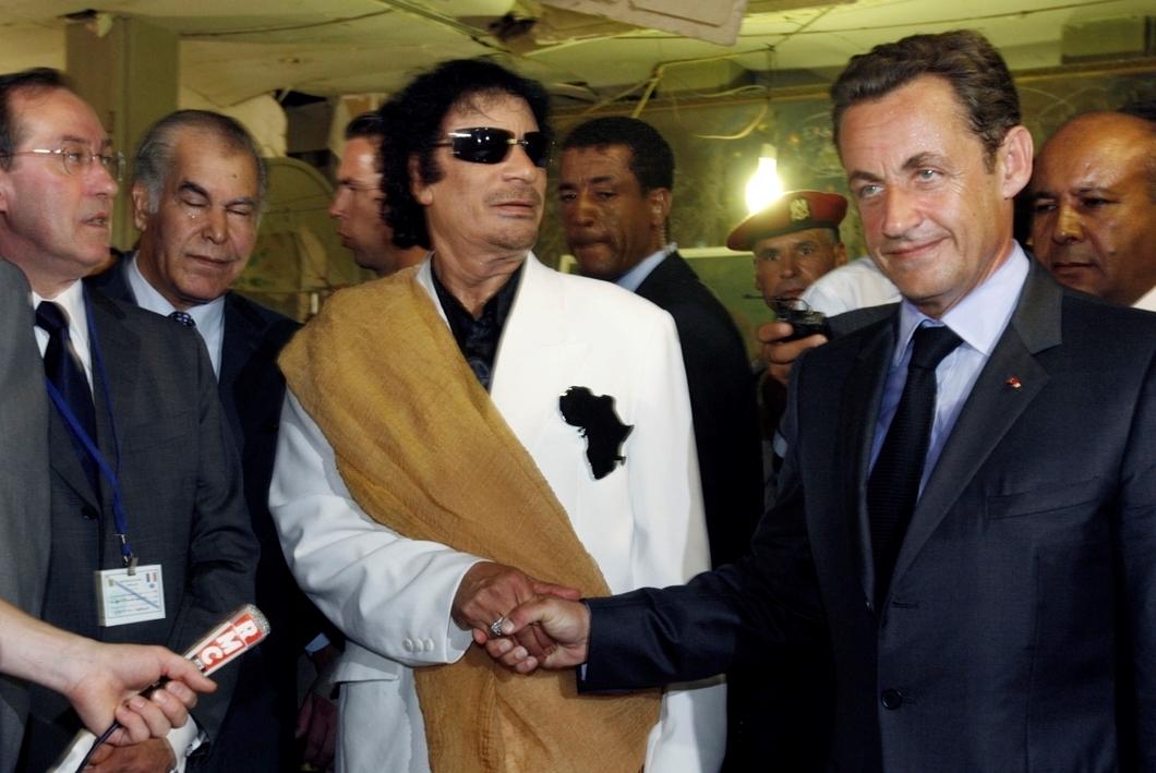 """Секретное """"дело Каддафи"""" и кампания за деньги РФ: СМИ стало известно, за что же был задержан экс-президент Франции Саркози"""