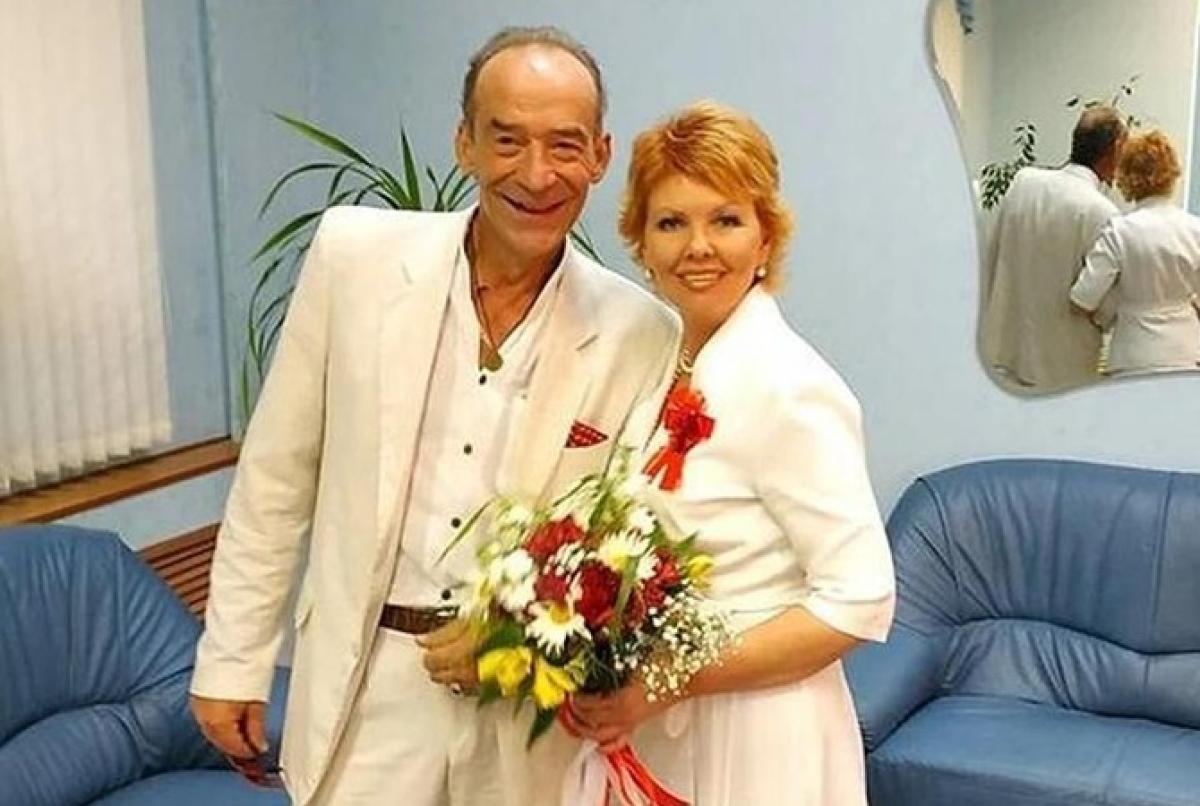 """54-летняя звезда """"Приключений Электроника"""" Торсуев снова женился: пятой женой стала украинка Лиля"""