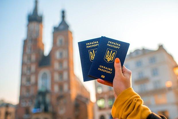 Итоги недельной работы безвиза с Евросоюзом: названо число украинцев, которые пересекли границу по биометрическому паспорту