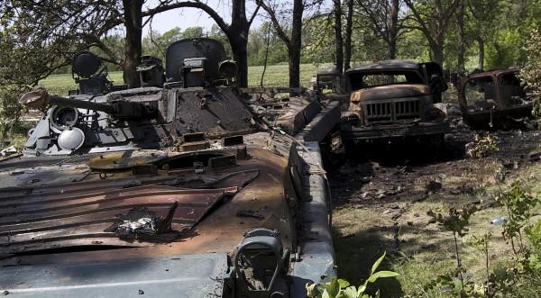 СНБО: ожесточенные бои идут в Амвросиевке, Мариновке и Изварино