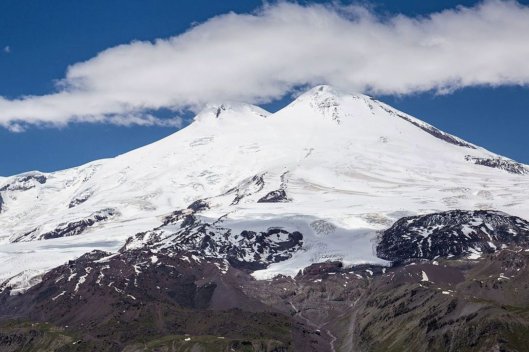 На Эльбрусе гид бросил группу российских альпинистов – 5 погибших, много пострадавших