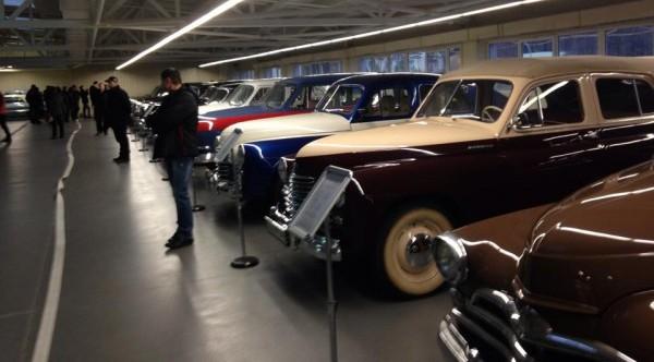Около 30 ретро-машин из автопарка беглого Януковича были арестованы и переданы в музей по решению суда