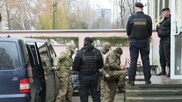 В легкой одежде при - 20: спецслужбы РФ пытают пленного моряка Украины
