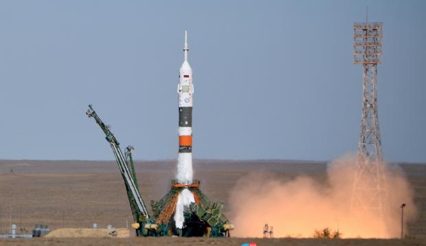"""Эксперты в РФ не могут найти точную причину провала с кораблем """"Союз МС-10"""": названы три новые смутные версии"""