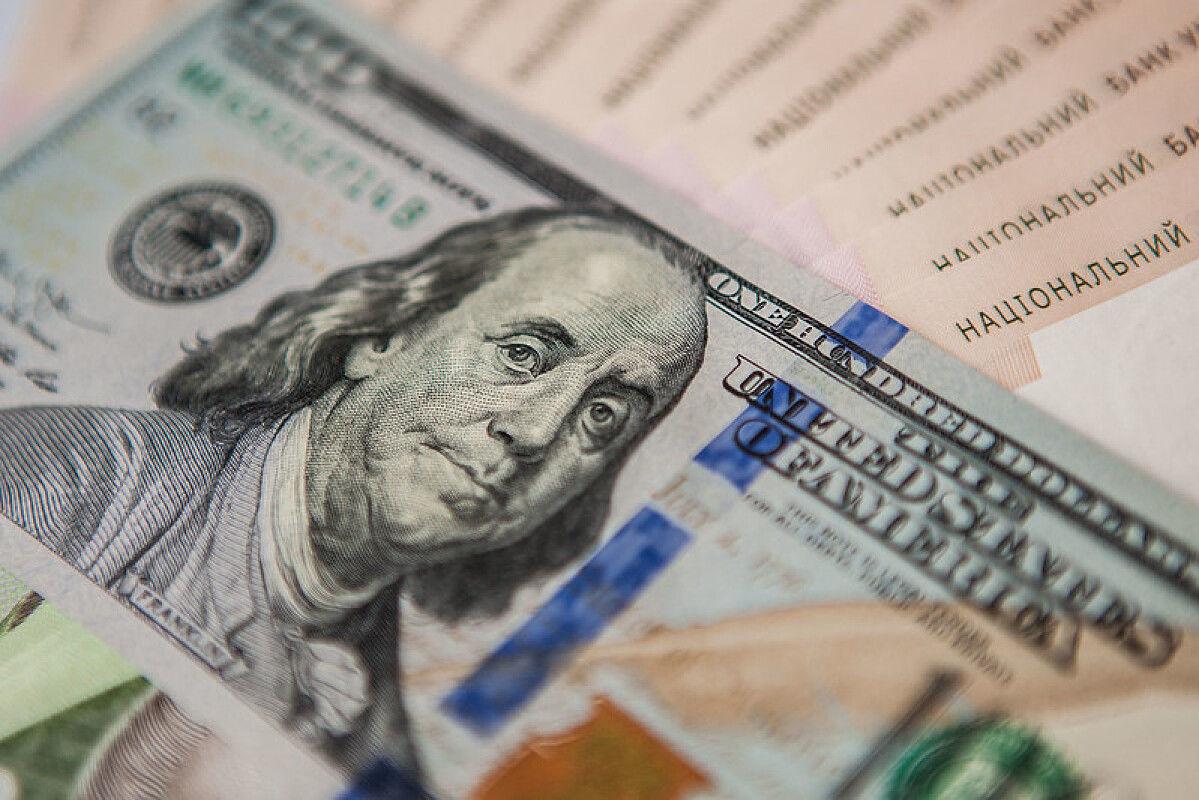 Курс доллара и евро в Украине пошел вверх накануне Нового года