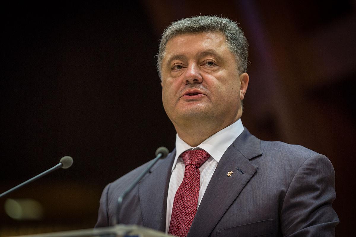 """Порошенко послал мощный сигнал Кремлю в день выборов: """"Украина продолжит рвать путы """"дружбы"""" с Россией"""""""