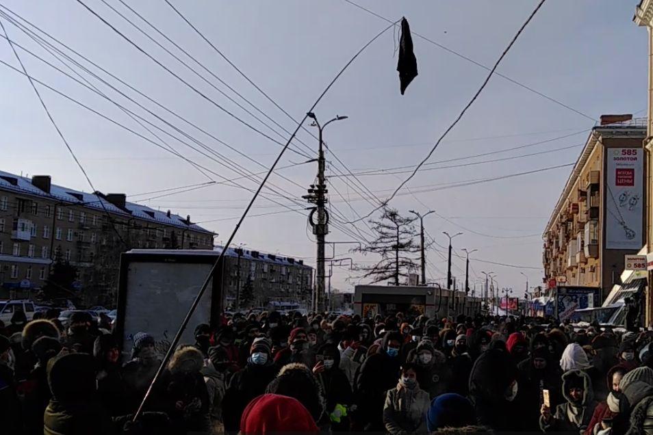 """В Омске протестующие вынесли трусы для Путина - в """"наказание"""" ОМОН начал жесткие задержания"""