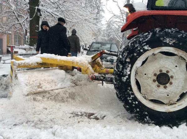 Киев бьет рекорды по количеству ДТП за сутки: сильный снегопад спровоцировал в столице несколько десятков дорожных трагедий